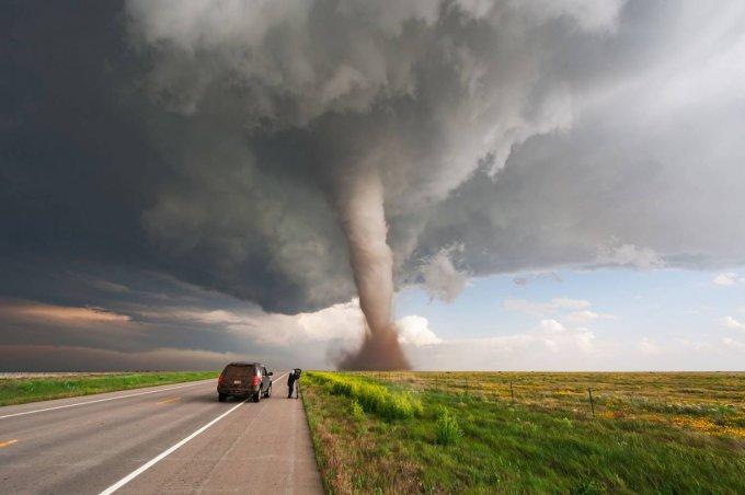 В США прокатилась серия убийственных торнадо: есть жертвы