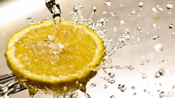 Семь причин ежедневно пить воду с лимоном