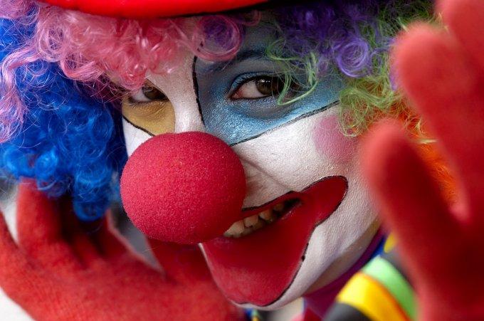 Клоун чуть не убил зрителя в цирке. Видео
