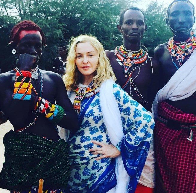 Мадонна удивила своим нарядом африканских аборигенов