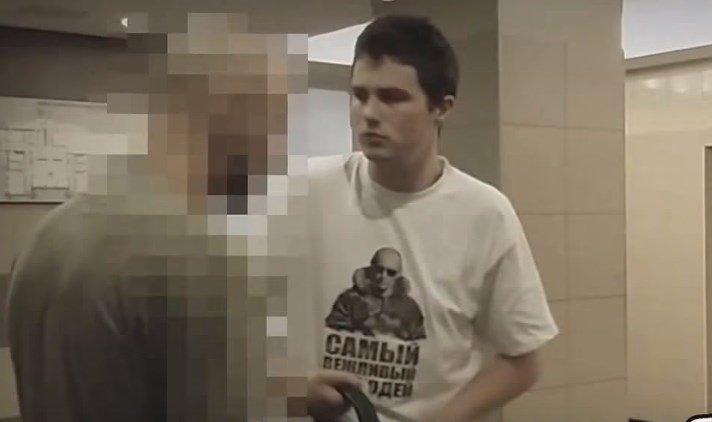 Заставил снять футболку фото 480-458