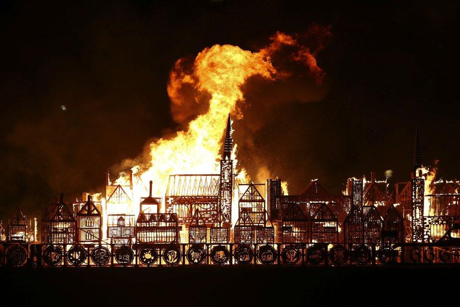 В Лондоне устроили грандиозный пожар. Фото