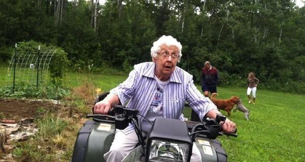 Забавные пенсионерки показали, как правильно куражиться