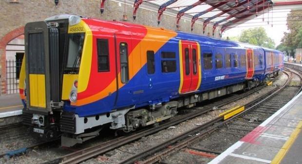 В Британии поезд задержался на час, чтобы не задавить лебедя