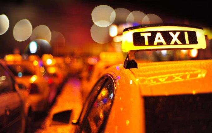 ЧП во Львове: пьяные дебоширы избили таксиста