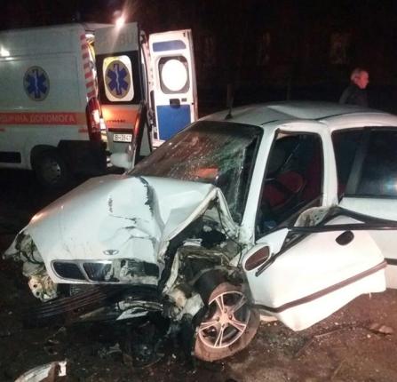 """В Одессе """"Daewoo"""" смяло в лепешку от удара о столб: водитель погиб на месте"""