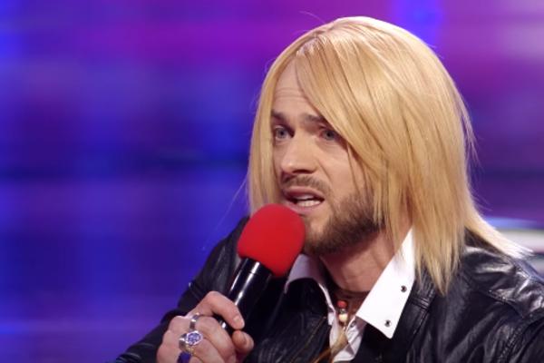 Сеть взорвала красочная пародия Влада Ямы на известного украинского певца