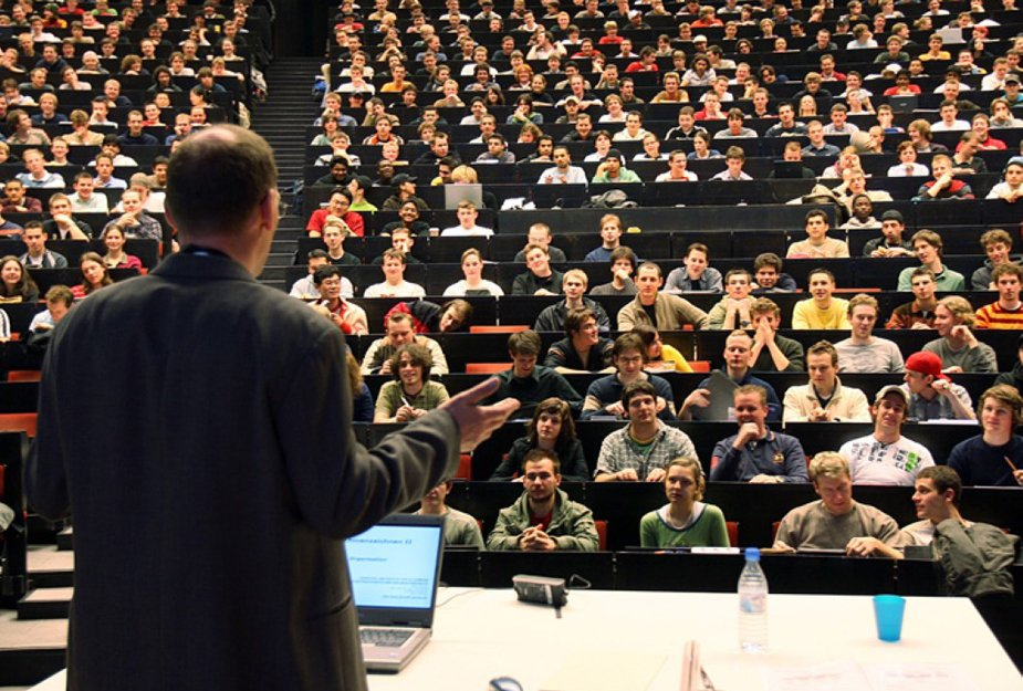 Названо число украинских студентов не желающих возвращаться из  Названо число украинских студентов не желающих возвращаться из Польши после получения диплома