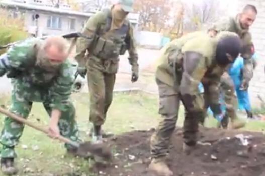 На Донбасі військовослужбовці РФ побили контрактника та закопали його живцем, після чого втекли з частини