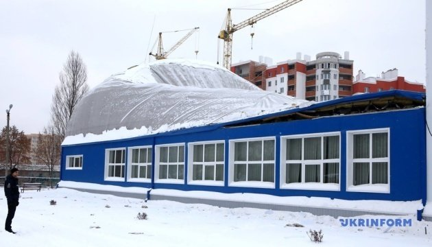 Обвал спорткомплексу під Києвом: затримали трьох керівників будівництва