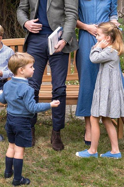 Принц Вільям, Кейт Міддлтон та їх діти зустрілися з відомим телеведучим. Фото